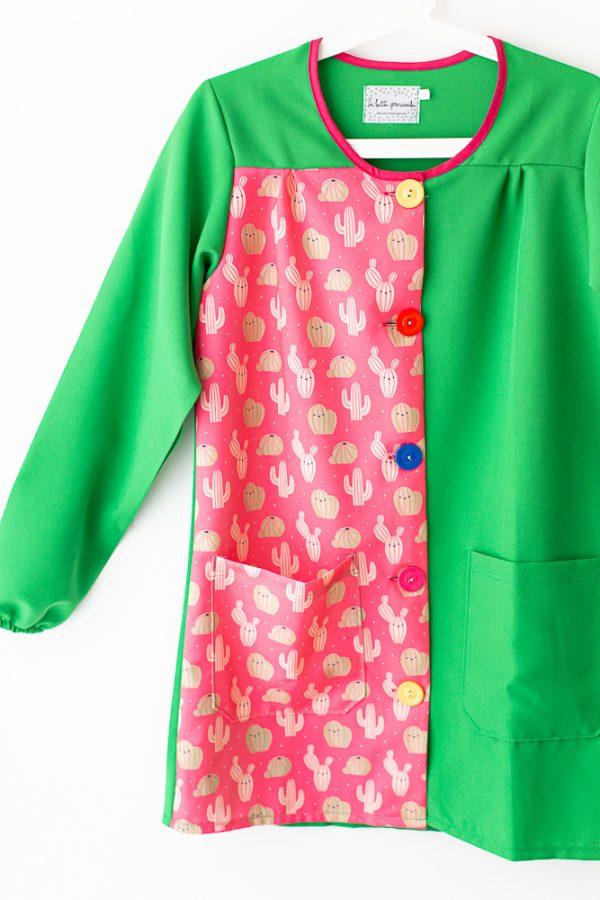 bata-maestra-manga-larga-cactus-verde-botones-multicolores
